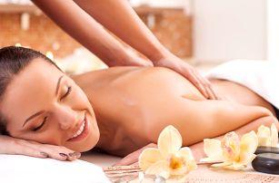 Hodinová masáž a lázeň nohou v thajském salonu