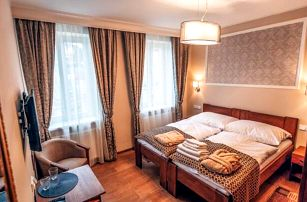 Karlovy Vary v blízkosti kolonád luxusně: Hotel Star **** s koupelí, saunou, masáží a snídaněmi