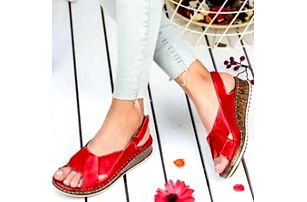 Dámské sandály na klínku Yella