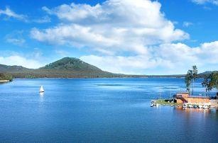 Letní dovolená na břehu Máchova jezera s polopenzí a bazénem