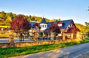 Posázaví: Romantický pobyt na Zámečku Kaliště *** s venkovním bazénem, saunou, láhví vína a polopenzí