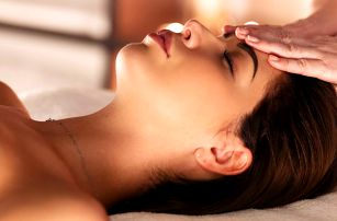 Hoďte stres za hlavu: 30–60 minut masáže dle výběru