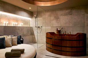 Centrum Prahy v přepychovém Hotelu Republika & Suites ***** s wellness a večeří u Karlova mostu + polopenze