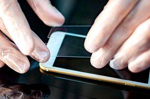 Tvrzené sklo na 79 telefonů + držák jako dárek