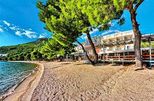 Chorvatsko, Drvenik | Hotel Nano*** | Polopenze | Dítě do 11 let zdarma | Pláž před hotelem | Krytý bazén