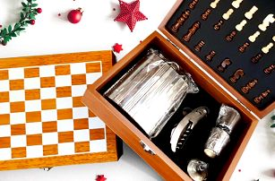 Šachová kazeta s placatkou, otvírákem a panáky