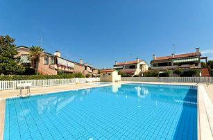 Itálie, Caorle   Villaggio Cristina***   Apartmány s plážovým servisem v ceně
