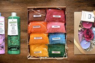 Balíčky s koupelovou solí, bylinkami i svíčkou