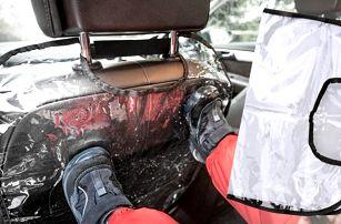 Dva transparentní chrániče sedadel v autě