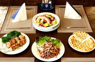 Řecké menu se souvlaki, gyros i tzatziky