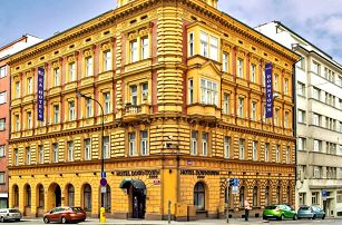 Romantika v centru Prahy s jídlem i wellness
