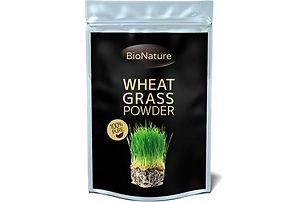 zelená mladá pšenice